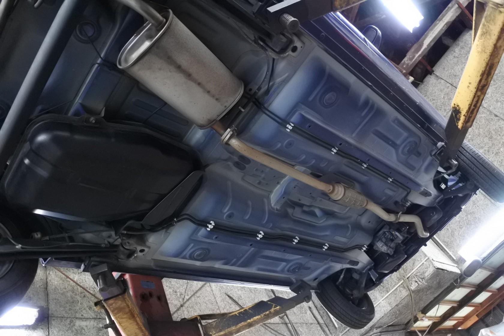 中古車 日産 モコ 青 車体下