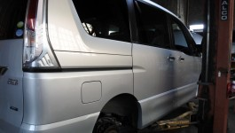 中古車注文 日産 セレナ 4WD チェック